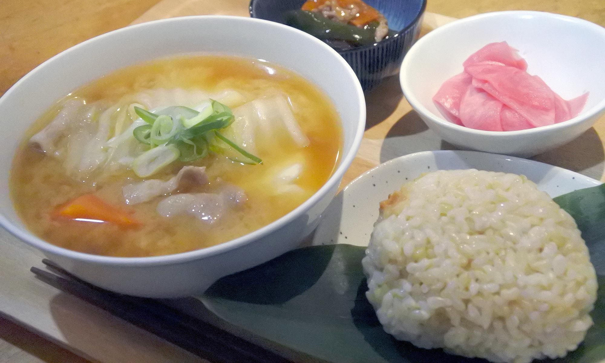 豚汁とおむすびの店 なんぶ屋|札幌二条市場近く、おむすび(おにぎり)と豚汁のお店